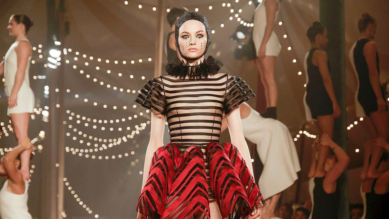 Watch Dior S Circus Themed Paris Fashion Week Runway Show Frenchly