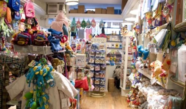 Disney Store, FAO Schwarz, Toys r us  vous en avez assez des grands magasins  où s entreposent les jouets en plastique et s entassent les touristes   58245facb554