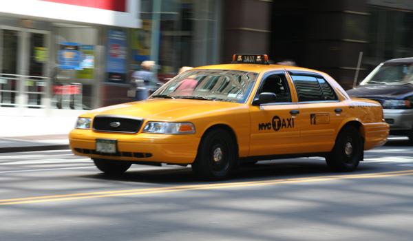 pourquoi les taxis jaunes de new york sont jaunes french morning. Black Bedroom Furniture Sets. Home Design Ideas