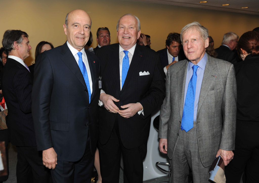 Alain Juppé, avec George Sape et Bob Wilmers (Amis américains de la Cité des civilisations du vin)