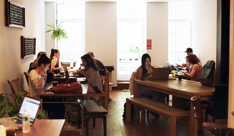 Morning Cafés Où 11 À French New Travailler York 50qpdwxpz