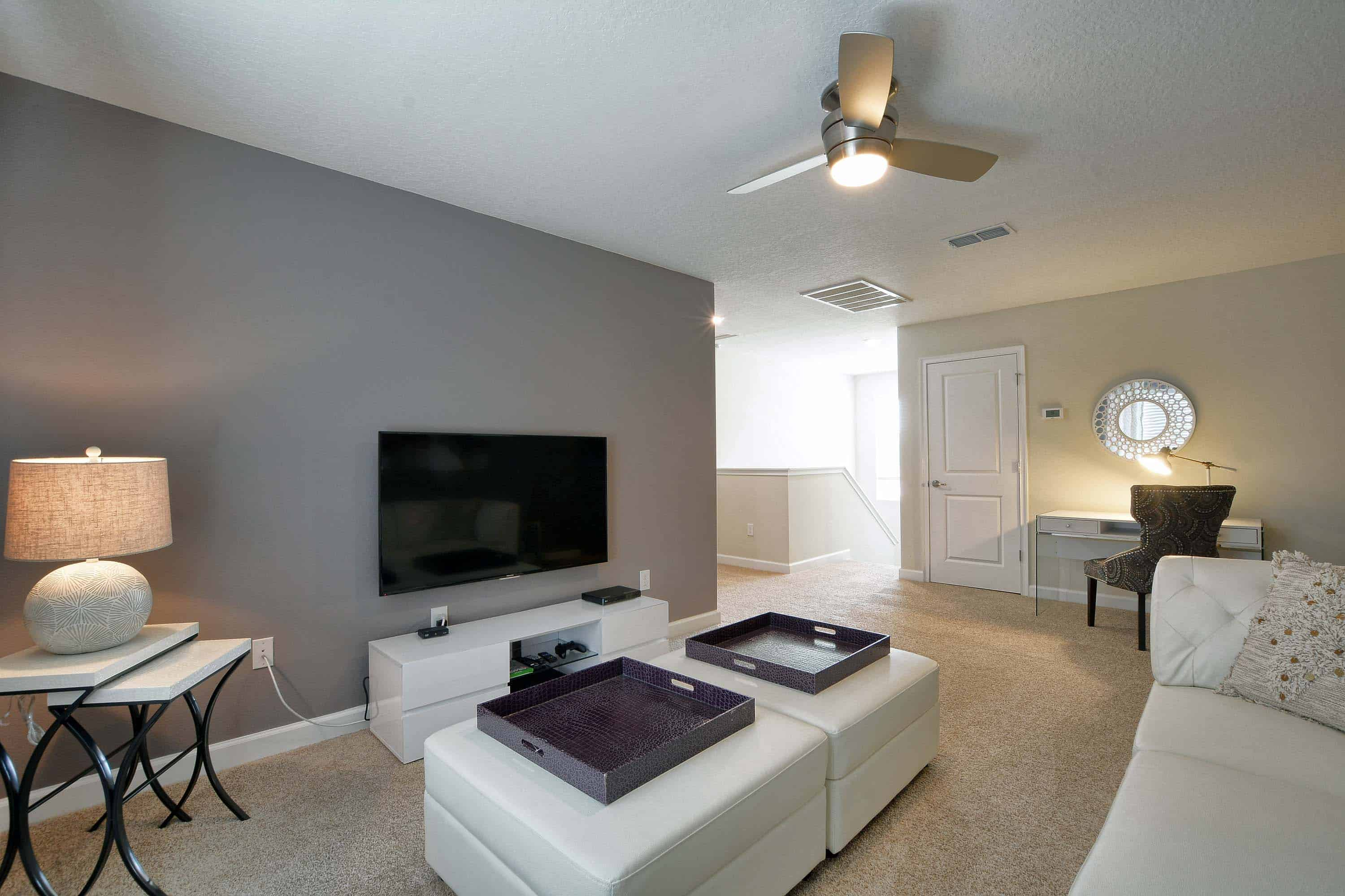 148a930d-32-upstairsfamilyroom2