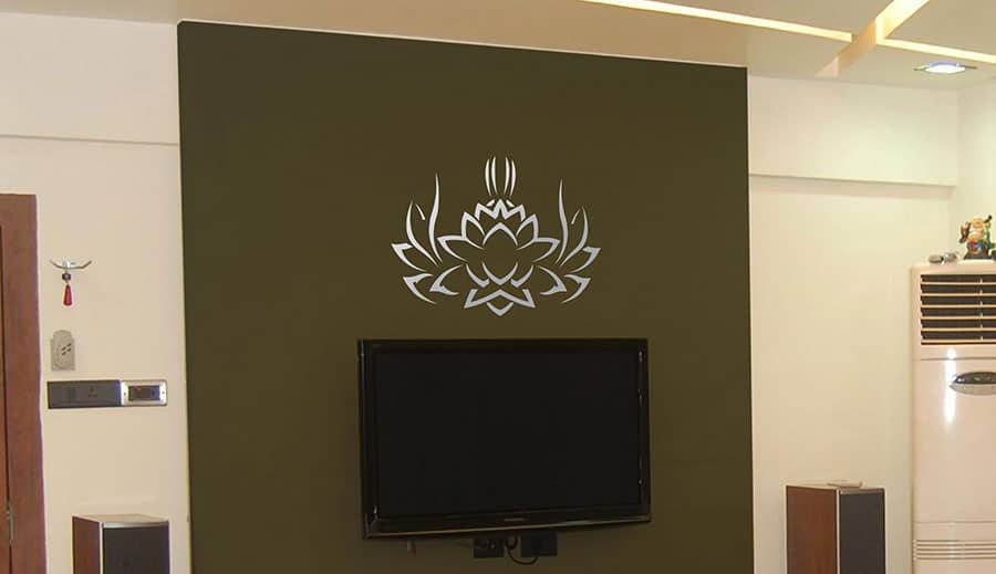 WDC01045 Tribal Lotus Silver L room decal