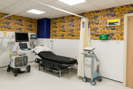 20+ Graphic Wall Décor Concepts For A Psychiatric Center