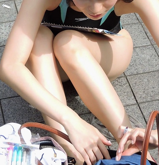 コスプレ2017夏競泳水着にサンダル座って字を書く【動画】イベント編 3813