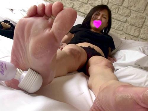 《足フェチ》電マで足の裏を責めると感じまくる熟女!※パンモロあり FULL HD 1920X1080