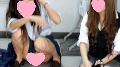 【リ●レ経験者?正面パンティ】2人組の放課後の素足にローファー女子10