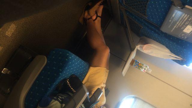 【電車内盗撮】やっぱり脚が好き