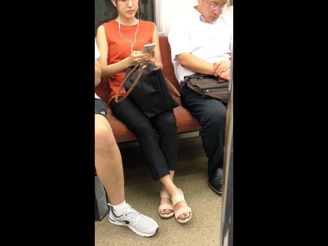 【電車対面】足の指先が綺麗なお姉さん【脚フェチ】