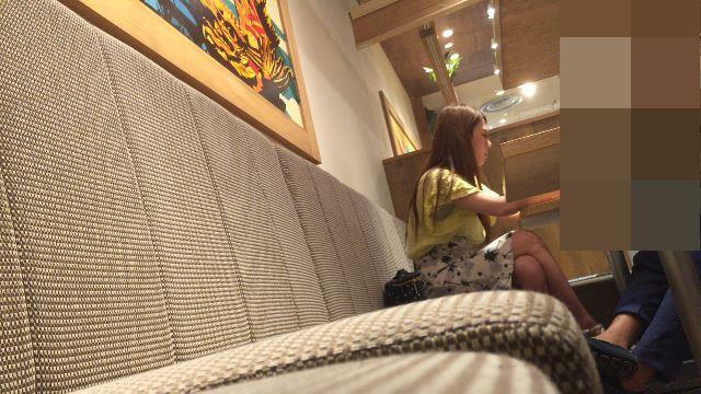 【生脚フェチ】隣の席で生脚を露出している美女