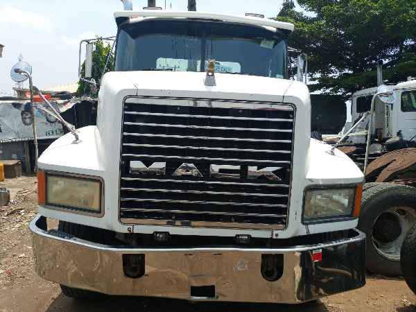 1995 Mack CH613 CONVENTIONAL CAB