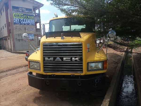 2001 Mack CH613 CONVENTIONAL CAB