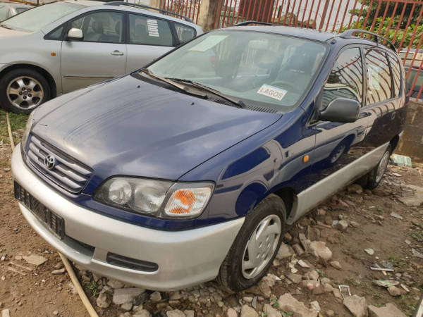 2000 Toyota Picnic