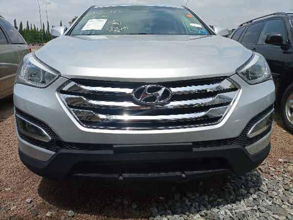 2014 Hyundai Grand Santa Fe