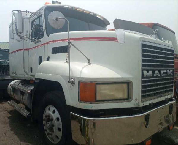 2000 Mack CH612