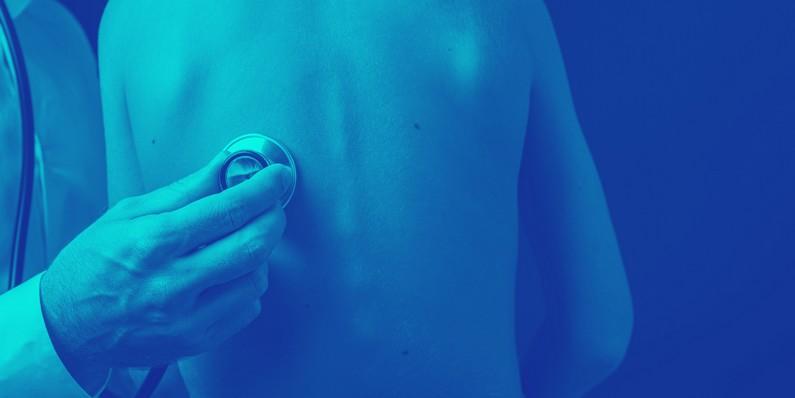 Imagem de ausculta, procedimento utilizado no diagnóstico da Pneumonia Aguda Comunitária