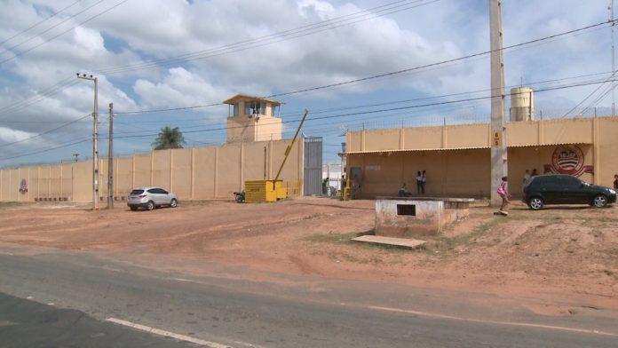 Policial e familiares são presos por dar vantagens a presos