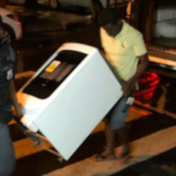 Homem é conduzido à delegacia após pegar fogão e botijão da ex