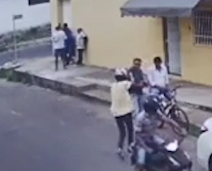 Assaltantes fazem arrastão e roubam celulares à mão armada