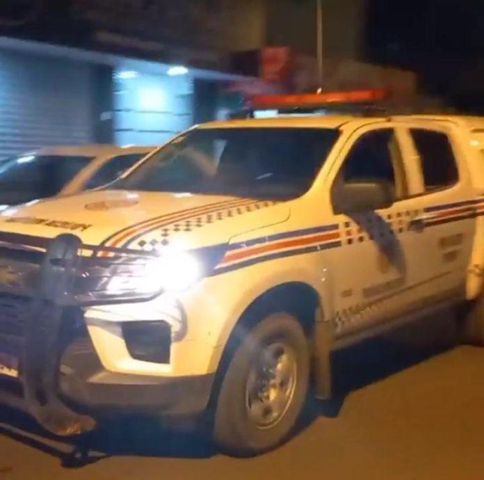 Polícia recupera moto roubada, ladrão foge e é visto fazendo outros assaltos