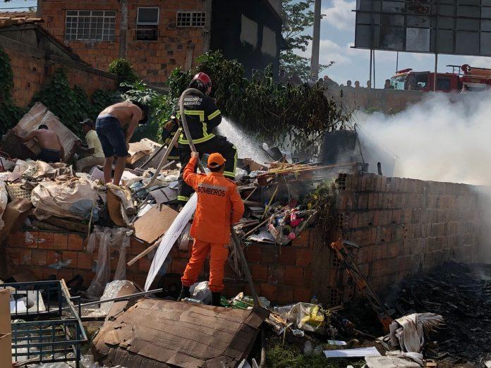Testemunhas acreditam que incêndio em depósito foi criminoso