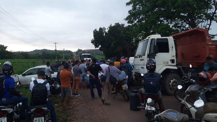 Moradores interditam Estrada do Arroz cobrando melhorias