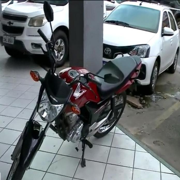 Bandidos roubam moto de paciente em fila de consulta no MA