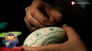 hands decorating easter egg