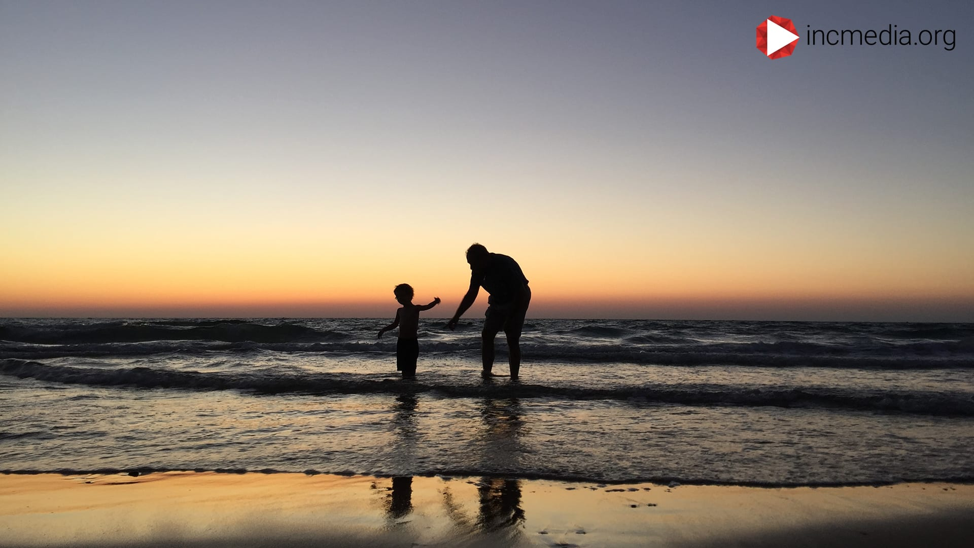 man and son playing on the beach silhouette