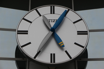 航空公園駅の時計