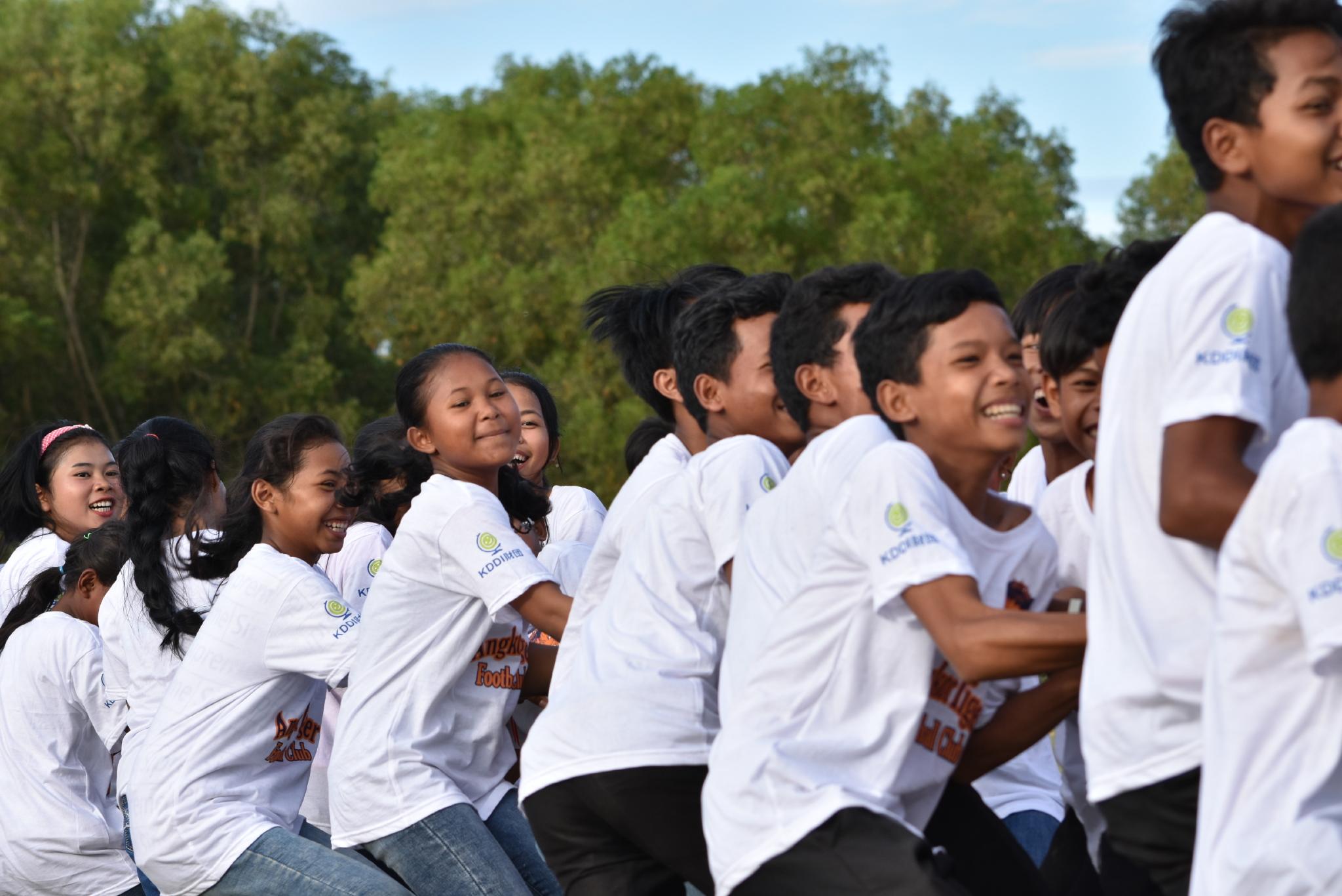 カンボジア シェムリアップスタジアムでCHOP KDDIスクールの運動会を開催。