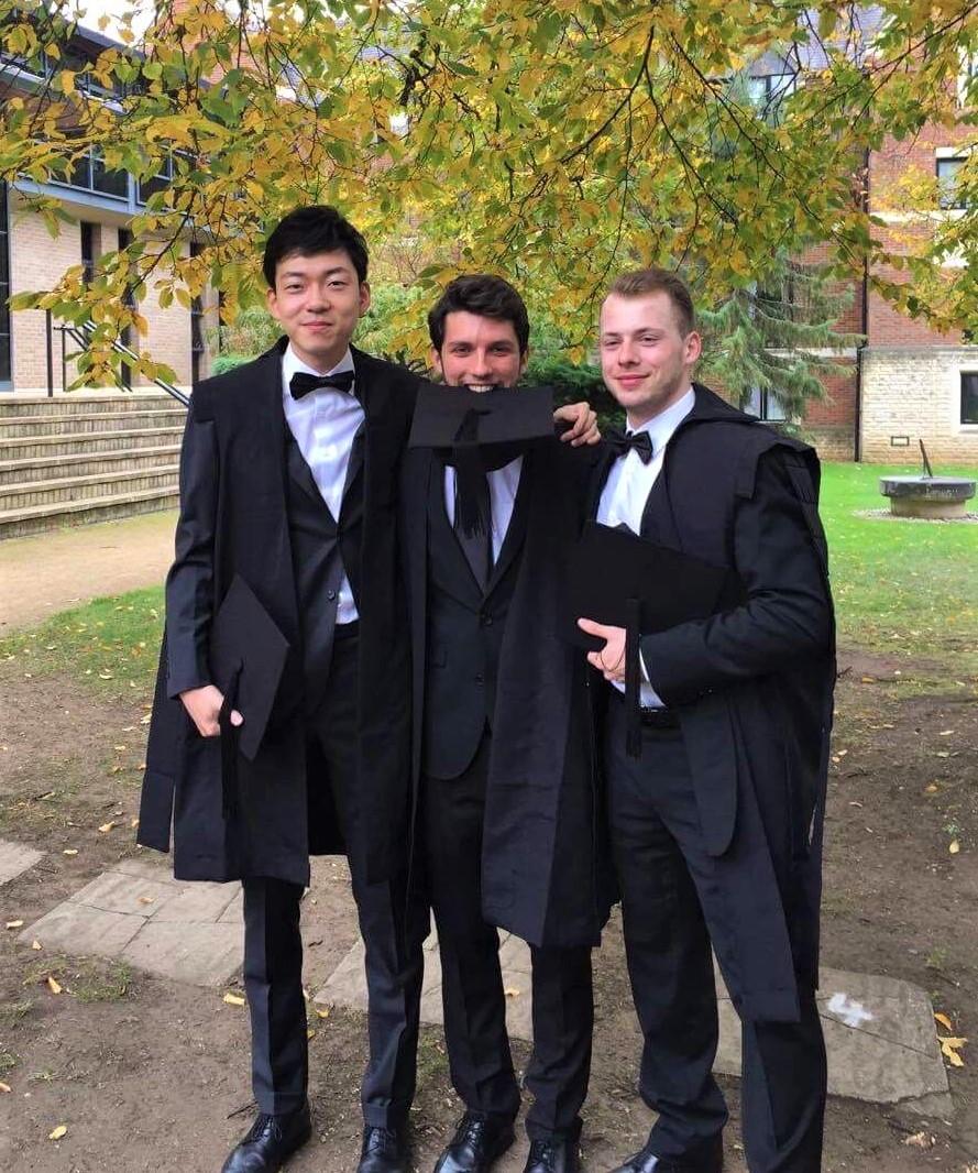 【日本人留学生助成】オックスフォード大学留学中の向山 直祐さんが博士号を取得されました。