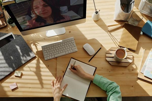 Com comunicar-se de forma on-line.