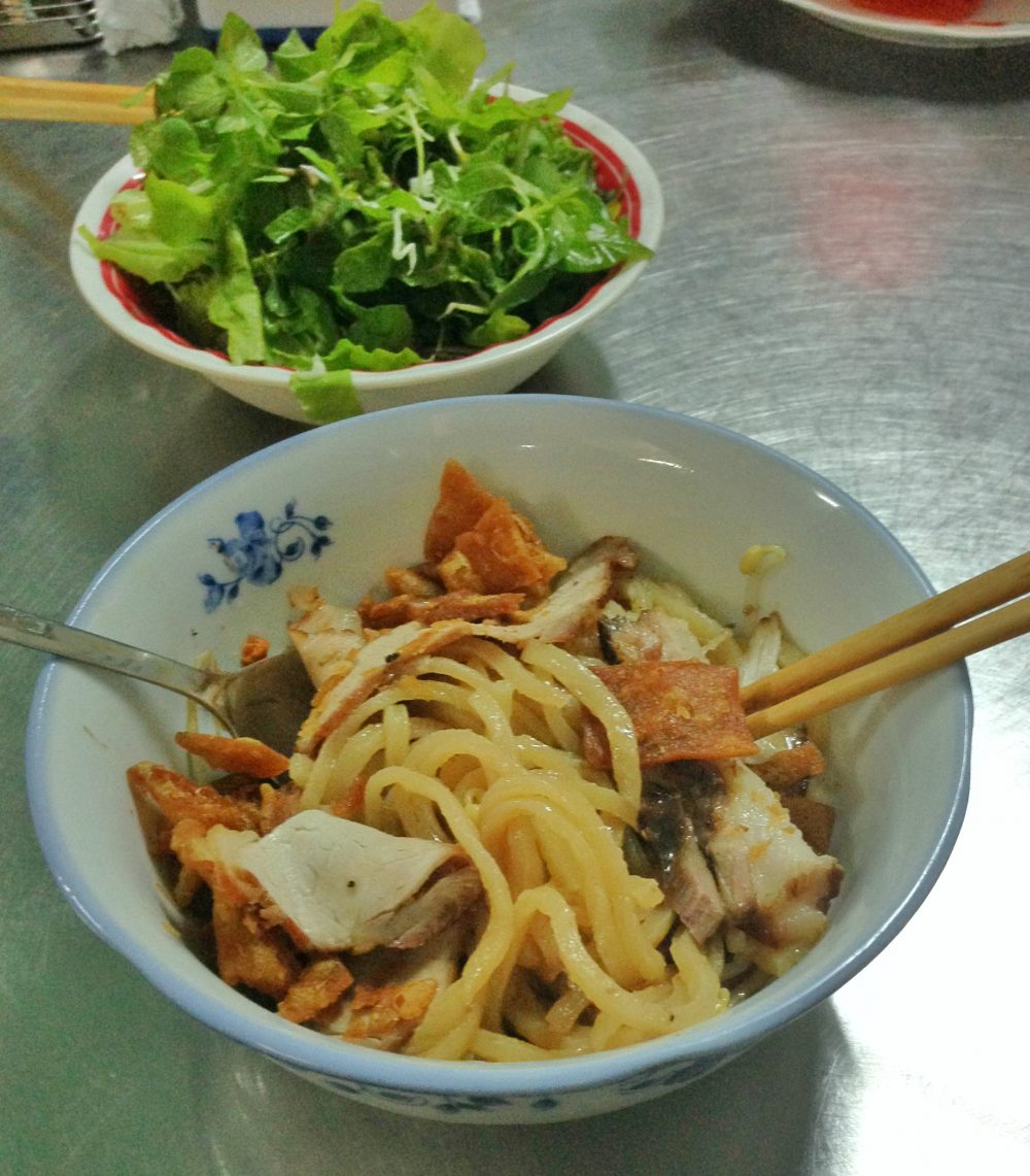 Two delicious dishes you can only find in Hoi An Vietnam