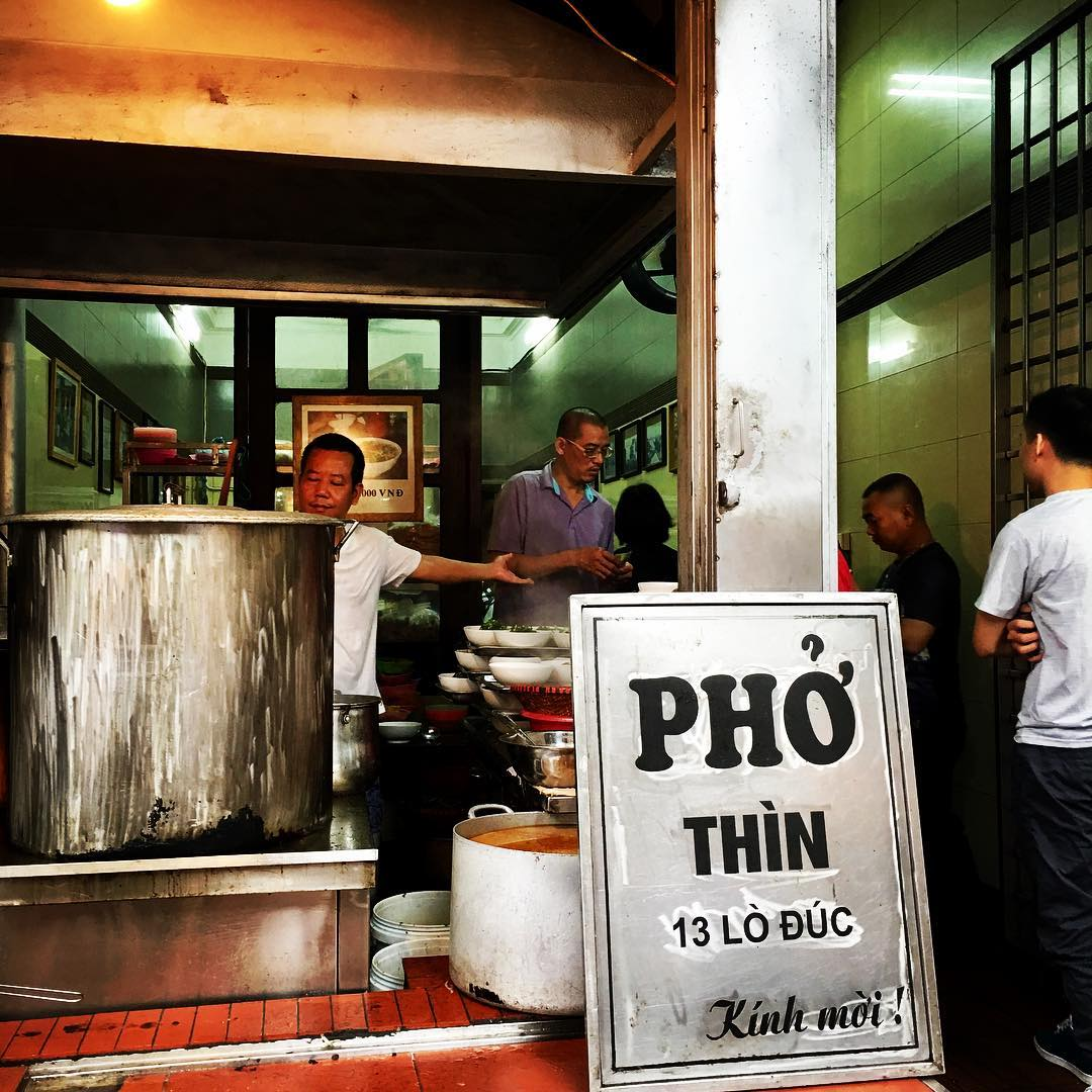 A complete guide of 10 restaurants that sell best Pho in Hanoi