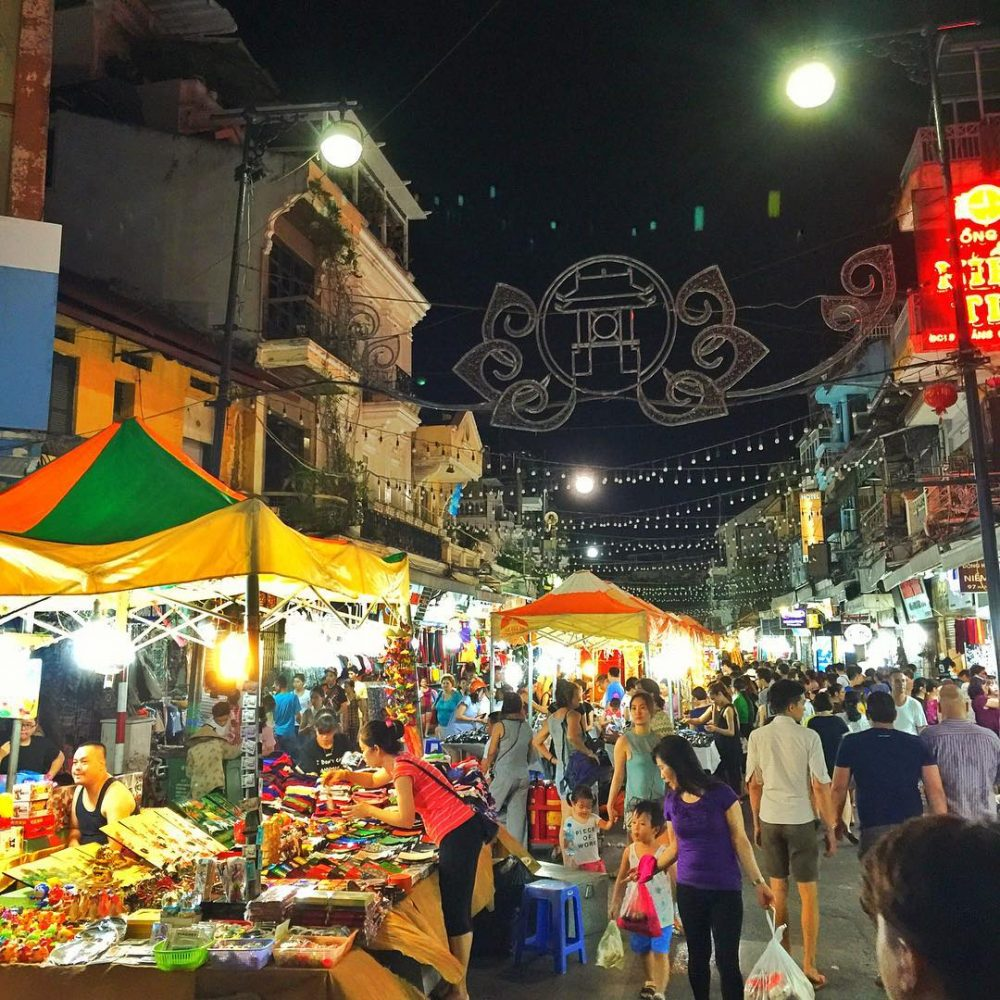 Hanoi night market: All you need to know before going