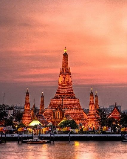 Wat Arun in sunset