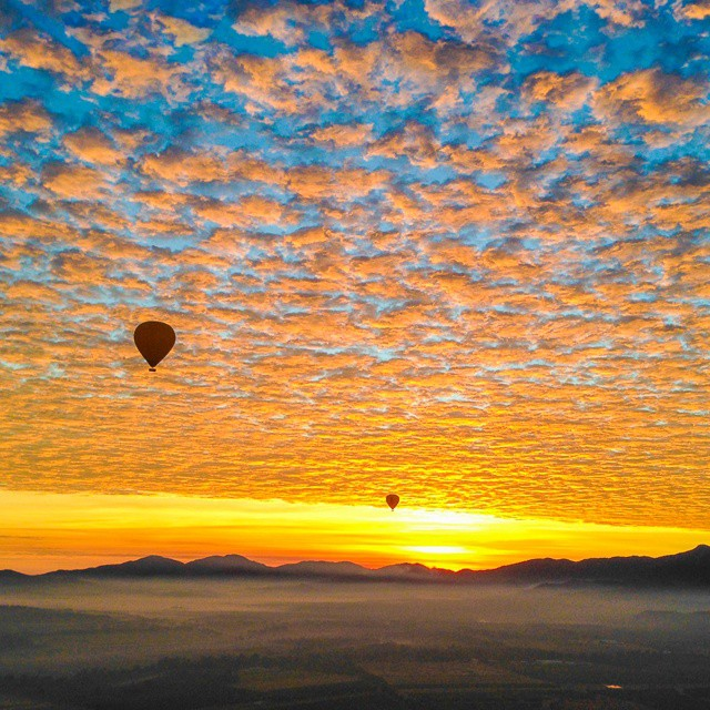 hot air balloon in cairns