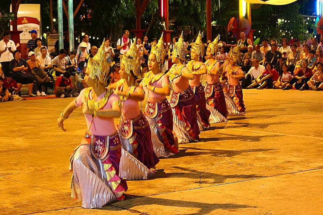Performing Khon dance before Siam Niramit Bạngkok show