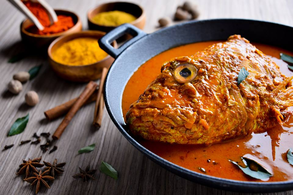 Fish Head Curry in Banana Leaf Apolo - Singapore Itinerary