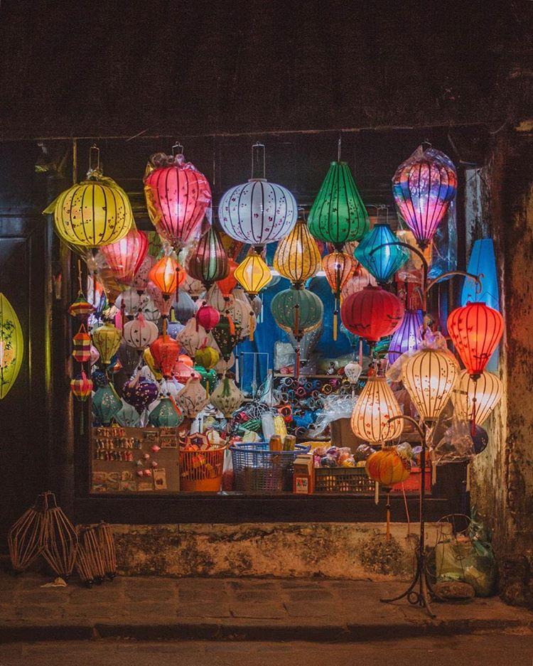 호이안 올드타운의 야경을 밝혀주는 아름다운 전등들