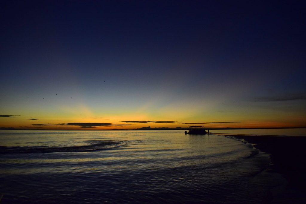 Foto do por do sol na praia de água doce em Alter do Chão