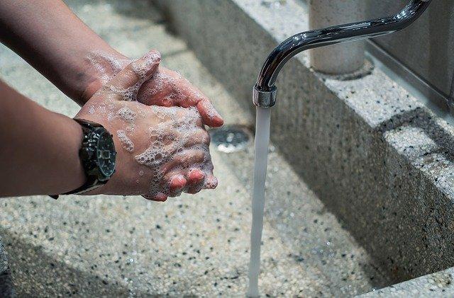 Woda z bakterią - Zdjęcie główne