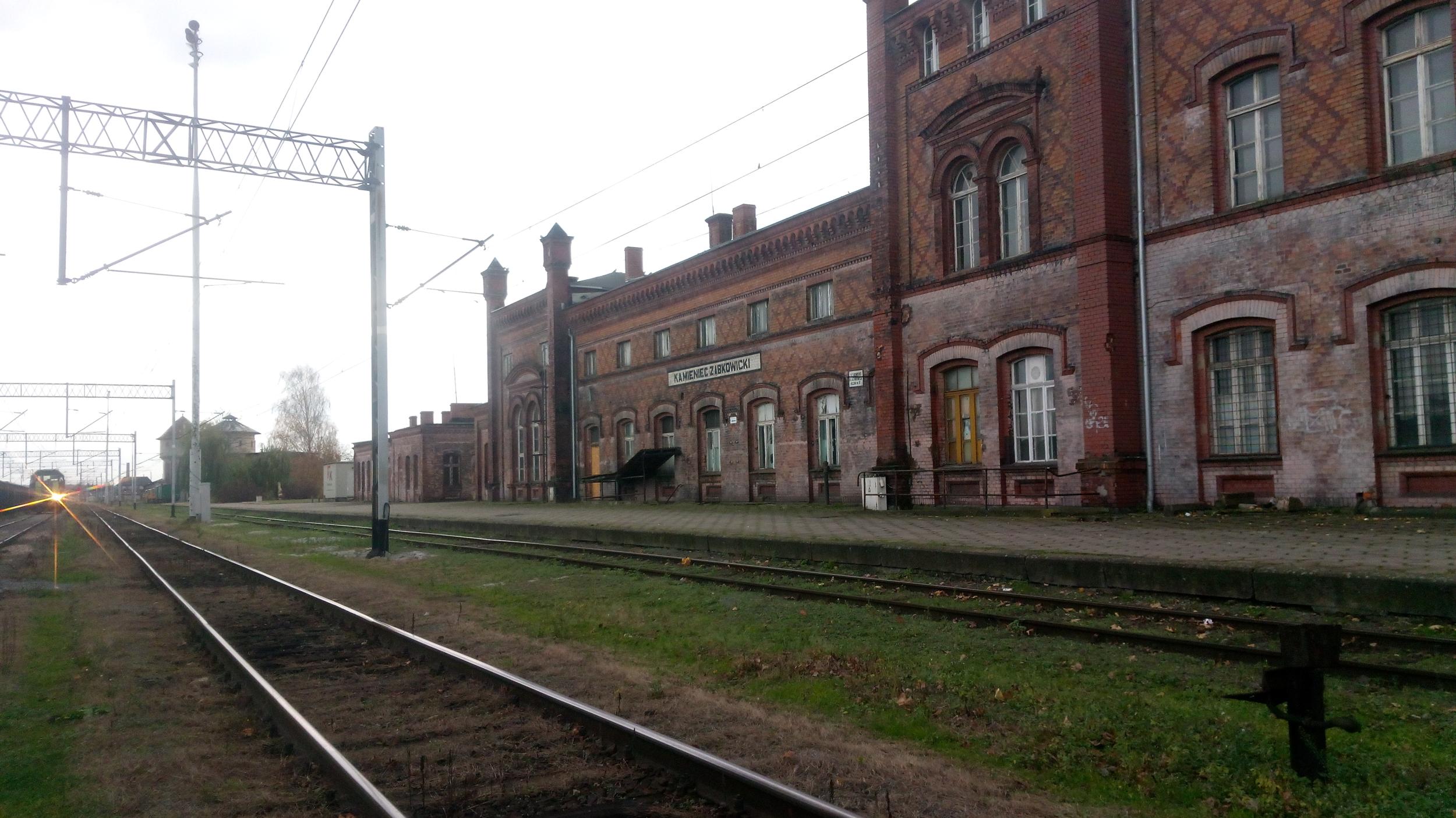 Opłakany (i osikany) dworzec - Zdjęcie główne