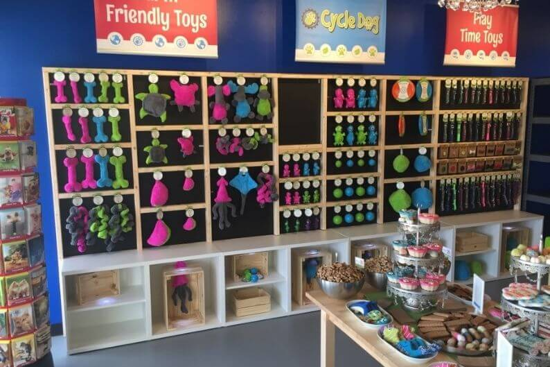 A Splash and Dash franchise with fully stocked shelves