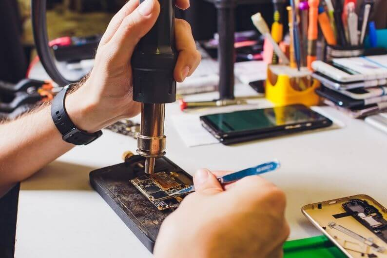 Cell phone repair franchises have many tools at their disposal to complete complex and challenging repairs.