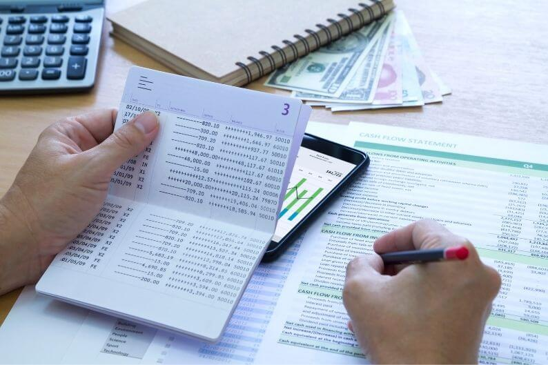 A franchisee completes a cash flow statement for his business.