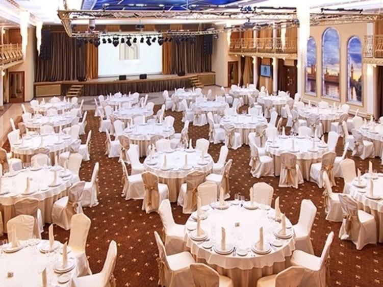 Банкетный зал, При гостинице, За городом на 320 персон в ЗАО,  от 3000 руб. на человека