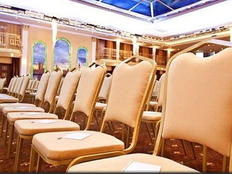 При гостинице, За городом, Конференц-зал на 650 персон в ЗАО, м. Молодежная от 2500 руб. на человека