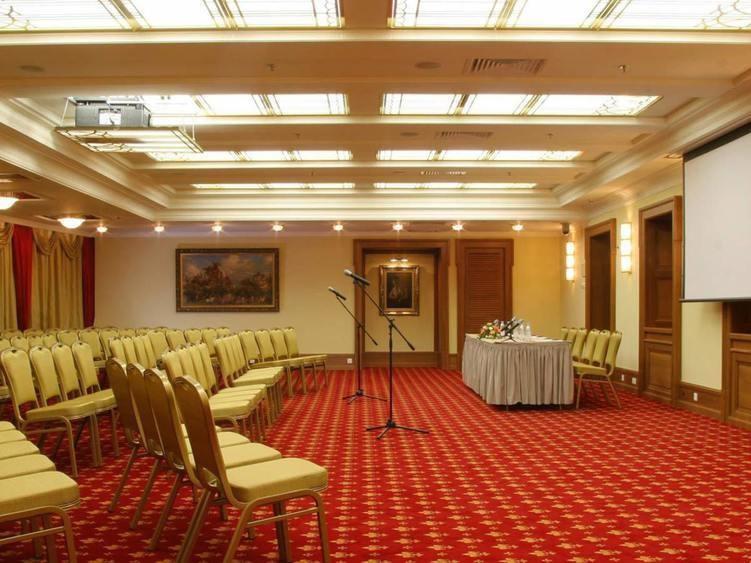 Ресторан, Банкетный зал, При гостинице на 120 персон в ЦАО, м. Охотный ряд, м. Театральная, м. Пл. Революции от 6000 руб. на человека